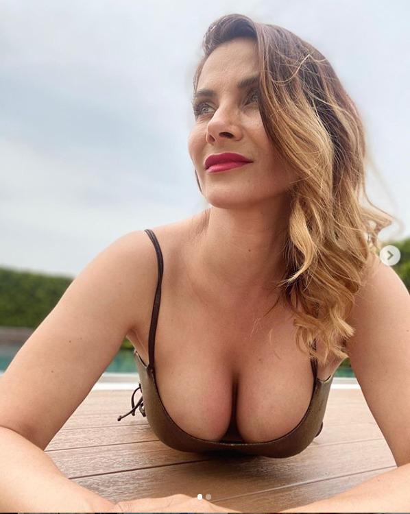 Eva Decastelo se ani po čtyřicítce nemá za co stydět