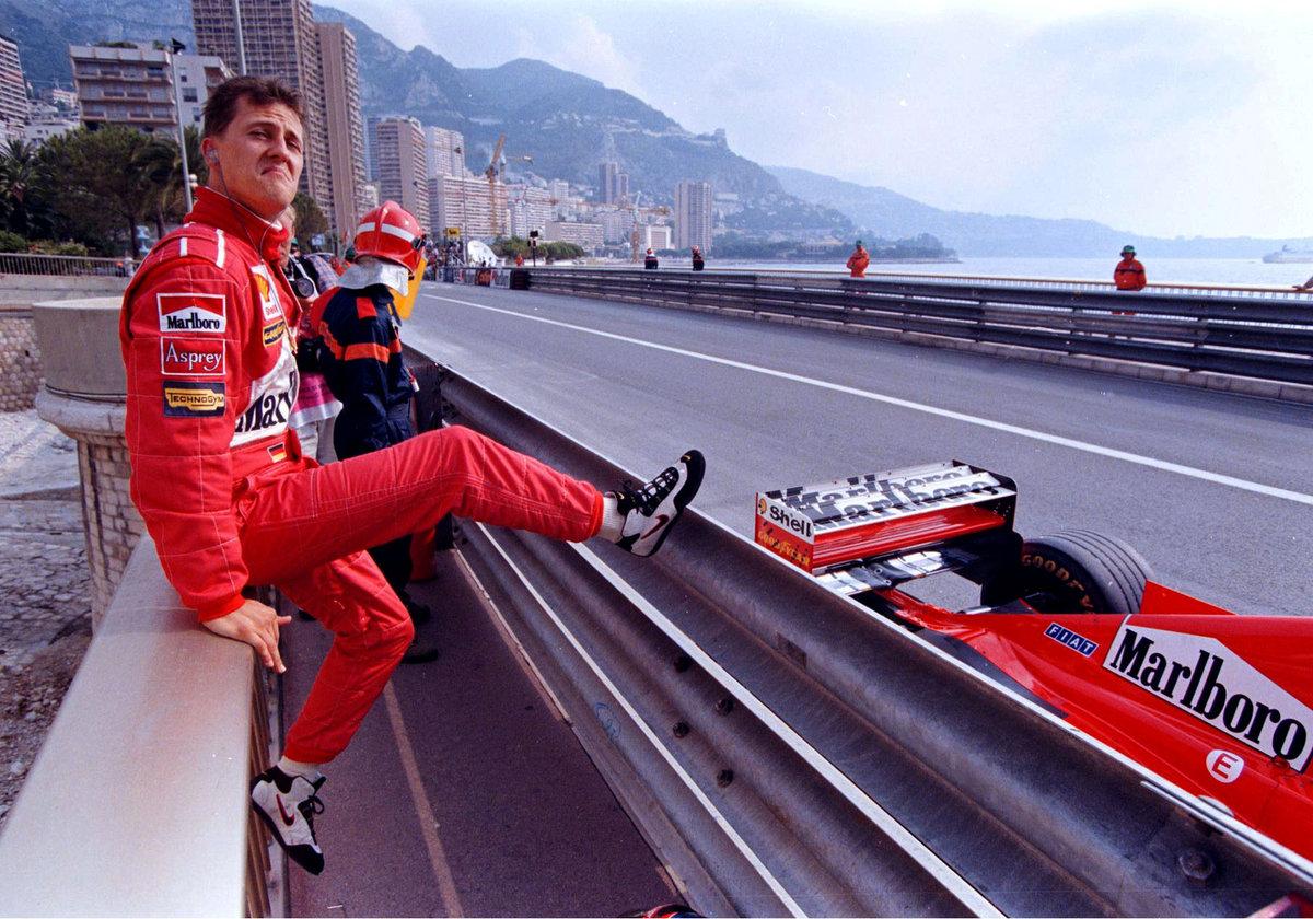 Michael Schumacher vedle svého vozu