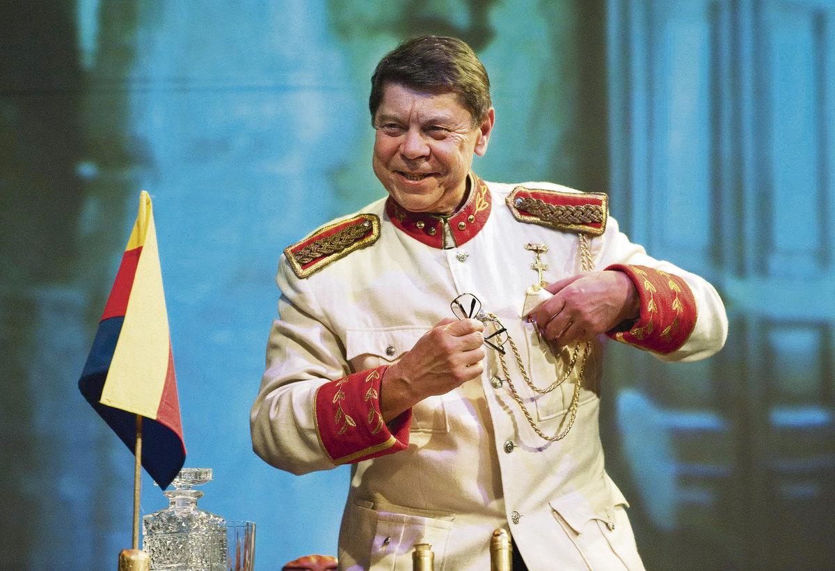 Hostování v Čapkově dramatu se stalo asi poslední velkou divadelní příležitostí herce s nelehkým profesním i lidským údělem.