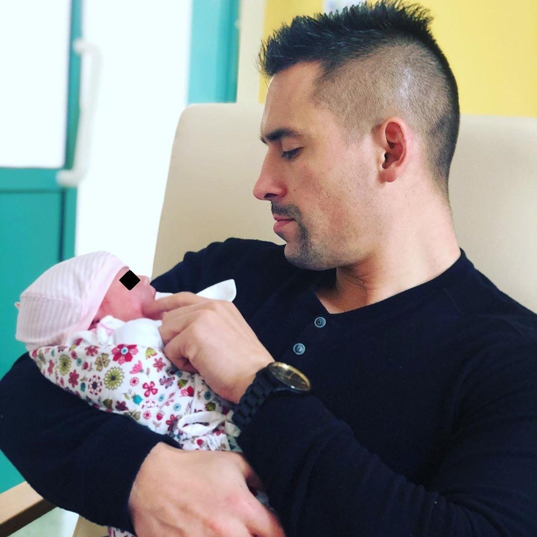 Táta Tomáš Plekanec s dcerou Leontýnkou