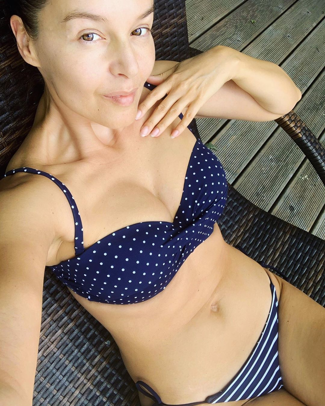 Iva Kubelková se oděla do plavek