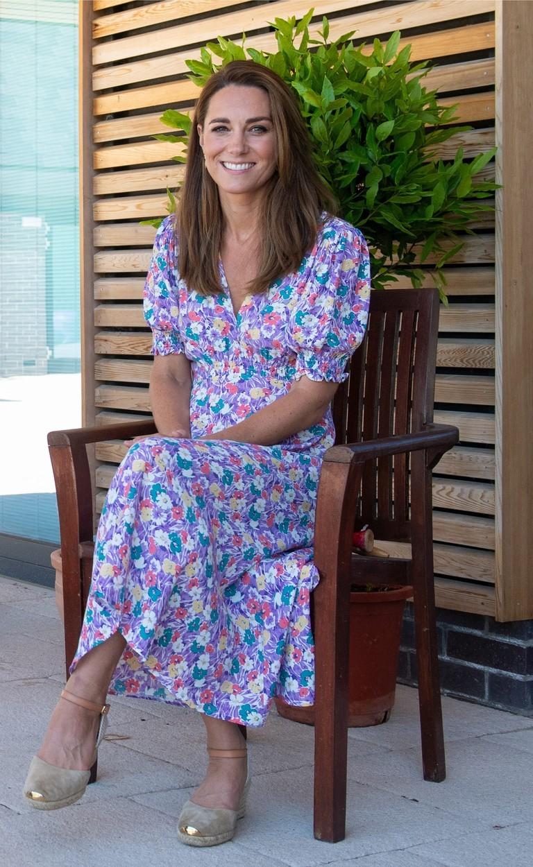 Vévodkyně Kate Middleton pomáhala charitativní organizace zkrášlit zahradu