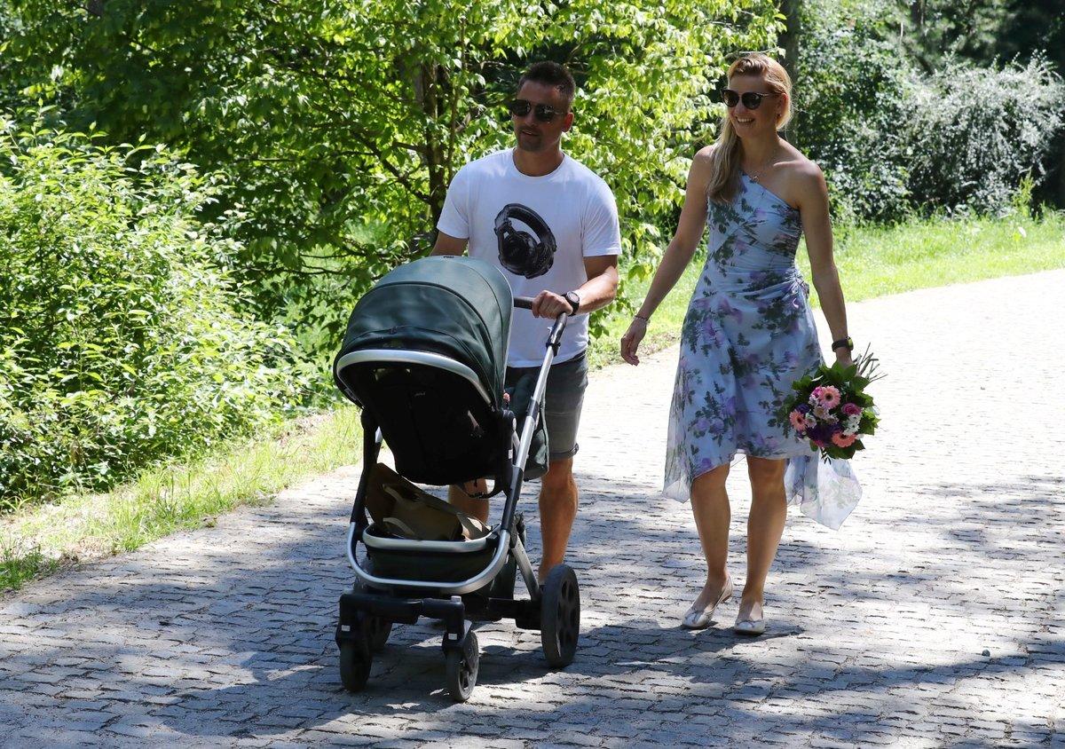 Tomáš Plekanec a Lucie Šafářová s malou Leontýnkou na zahájení výstavy jehličnanů