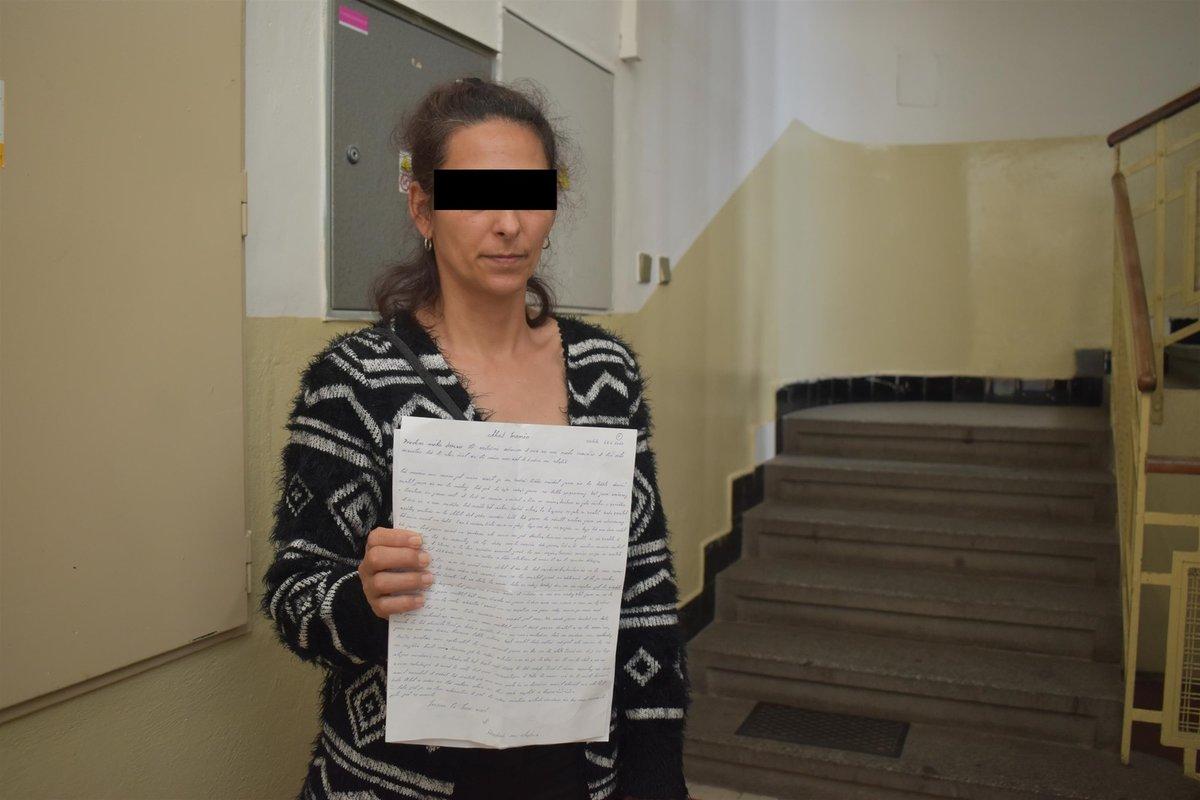 Matka Kuči ukazuje Blesku poslední dopis syna z vězení.