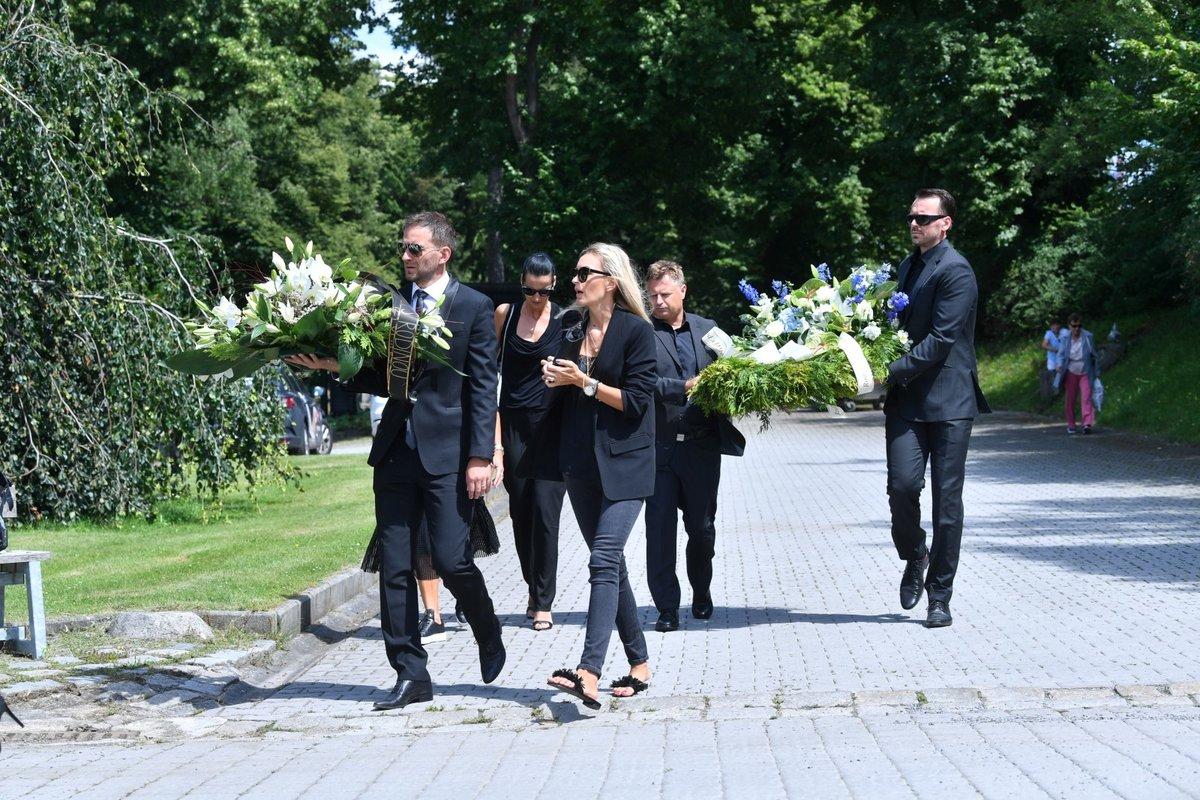Přátelé i rodina míří na pohřeb Mariána Čišovského