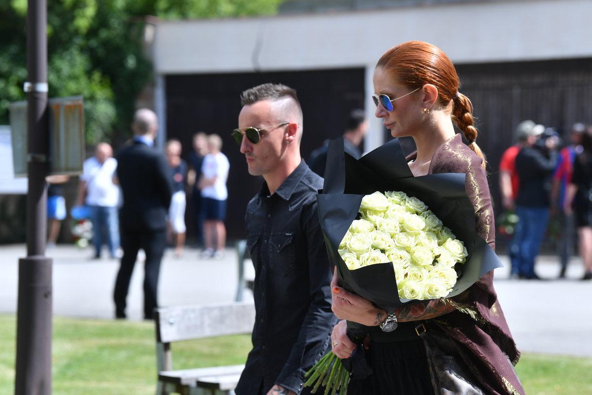 Fotbalista Martin Zeman přichází na pohřeb bývalého spoluhráče Mariána Čišovského