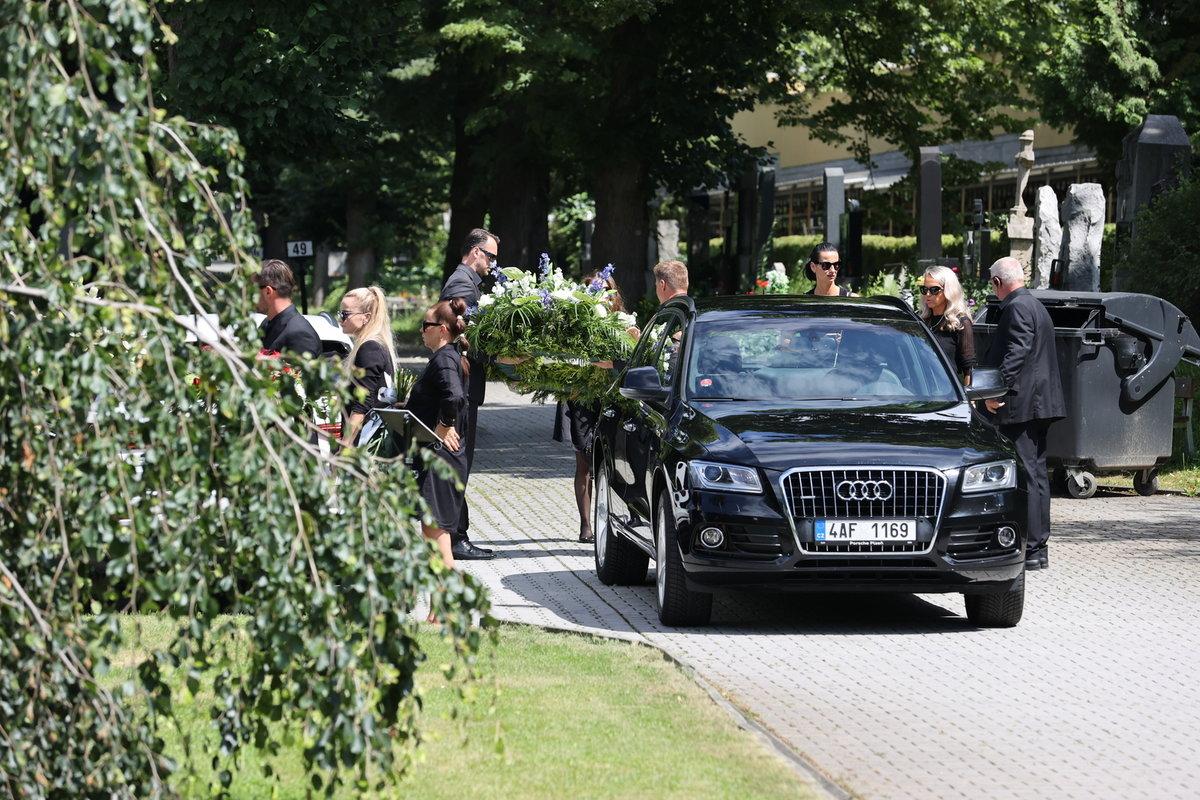 V Plzni se uskutečnilo poslední rozloučení s fotbalistou Mariánem Čišovským, který podlehl zákeřné chorobě ALS