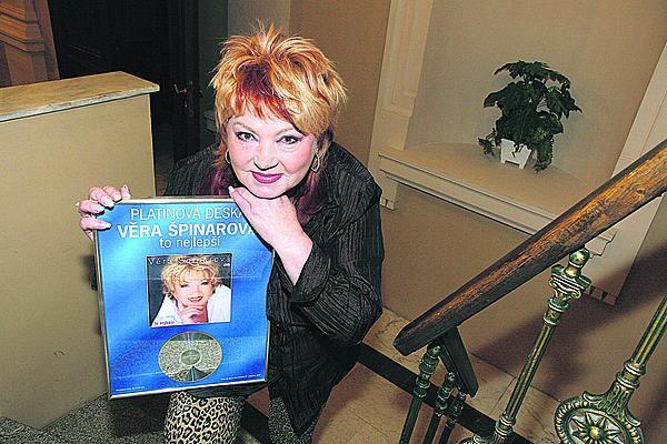 Během své kariéry vydala 13 desek a získala řadu ocenění.