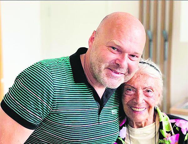 Profesor Pavel Kolář okouzlil Zdenku Procházkovou svou laskavostí.
