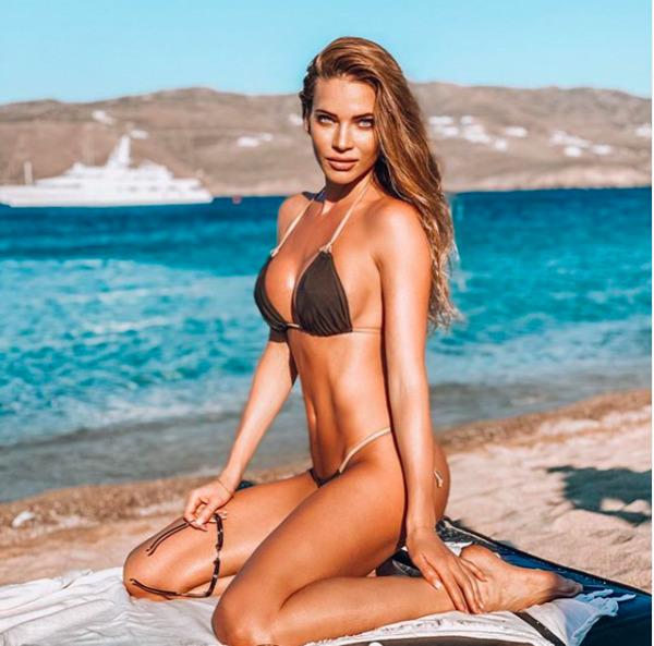 I po čtyřicítce si může na pláž dovolit tangové plavky.