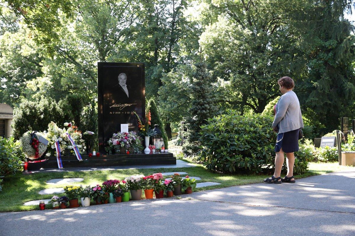 Hrob Karla Gotta v den jeho 81. narozenin