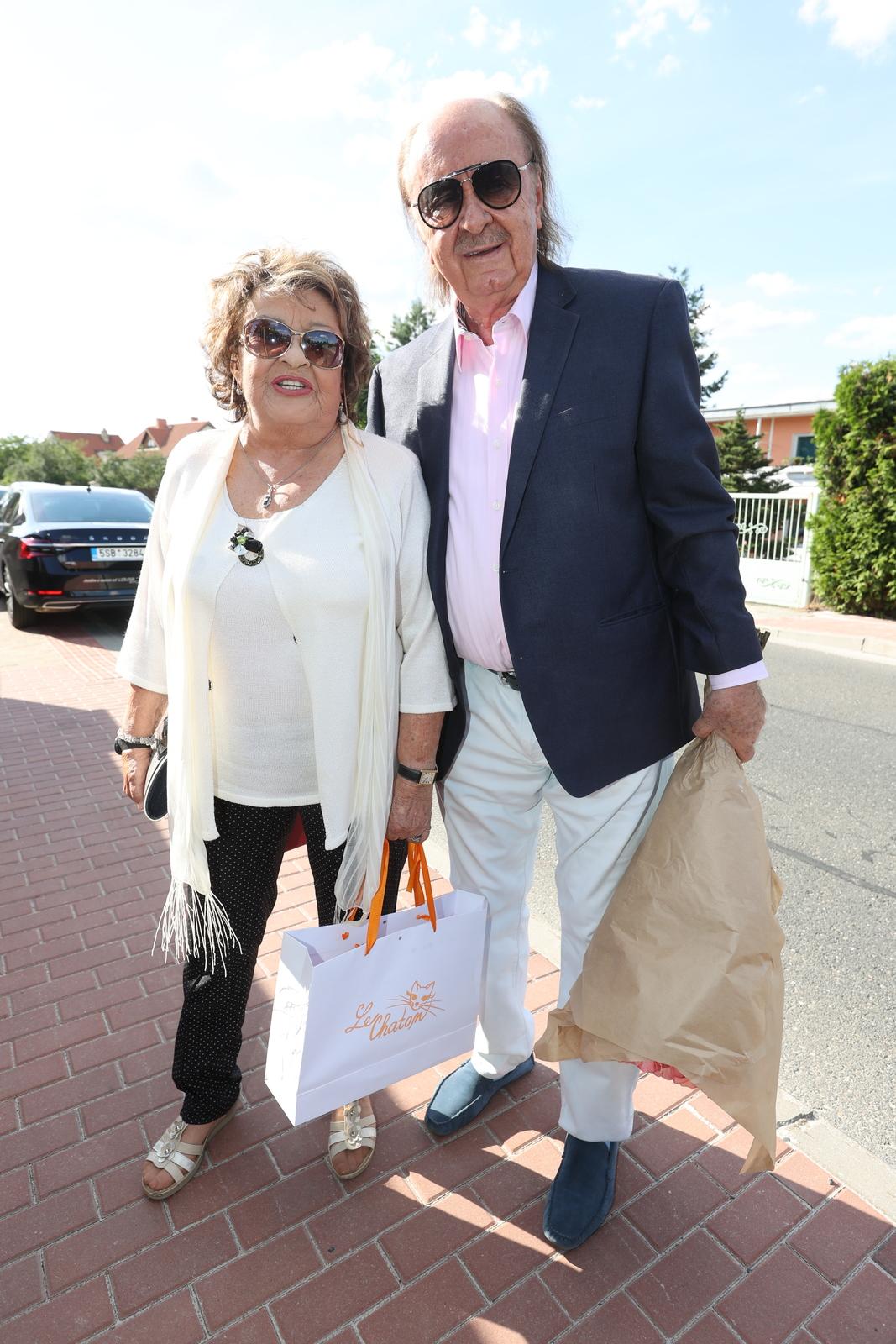Jiřina Bohdalová s producentem Františkem Janečkem.