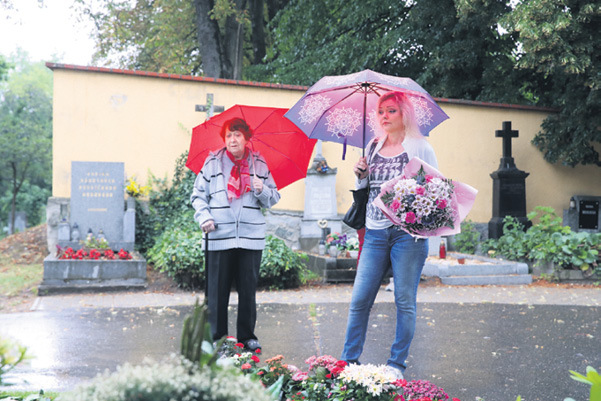 Dominika přišla k hrobu se svojí maminkou Antonií Zacpalovou