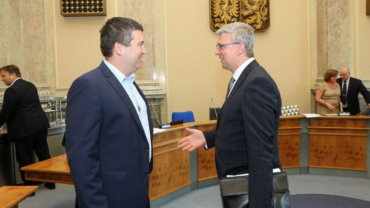 Ministr vnitra Jan Hamáček (ČSSD) a ministr dopravy Karel Havlíček (ANO) ve Strakově akademii (20.7.2020)
