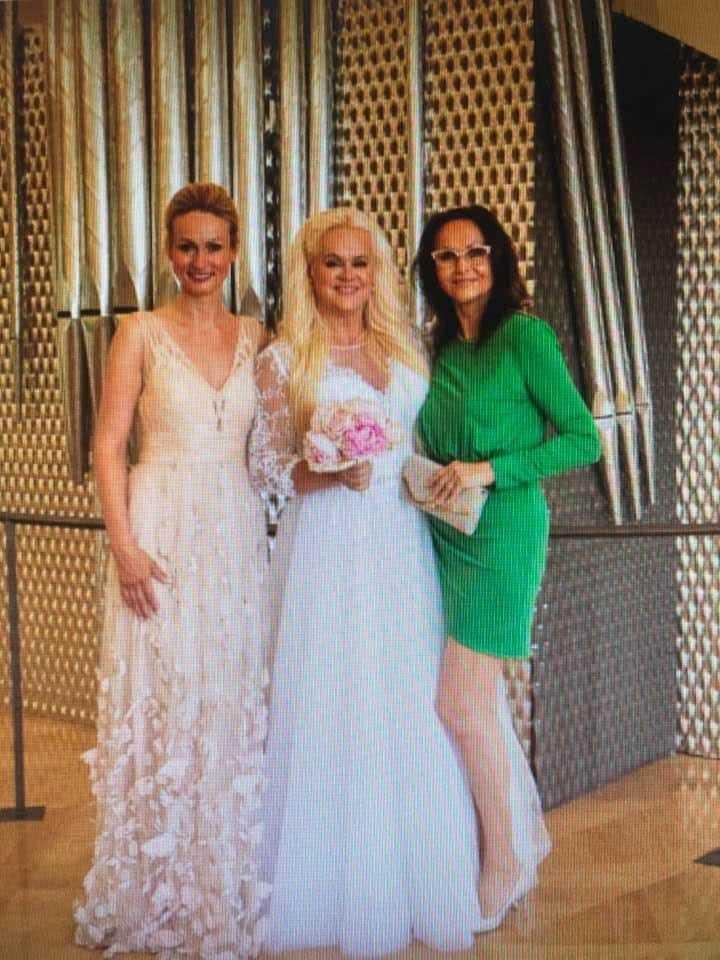 Monika Štiková se sestrou Lindou (vlevo) a maminkou Jindřiškou (vpravo)