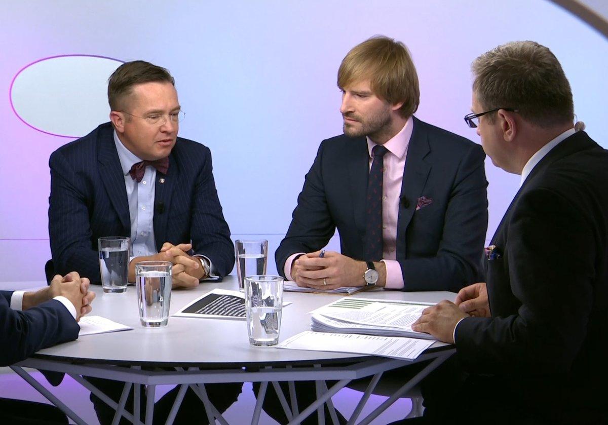 Ministr zdravotnictví Adam Vojtěch v Otázkách Václava Moravce čelil i kritice Romana Šmuclera