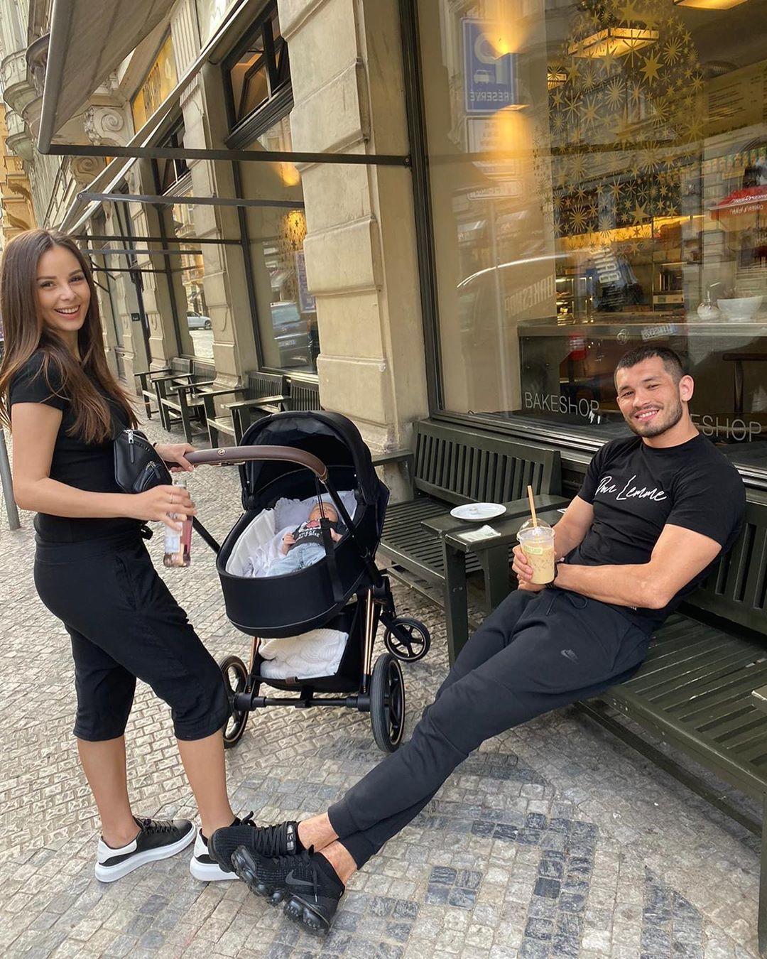 Spokojená rodinka Machmuda Muradova a Moniky Bagárové