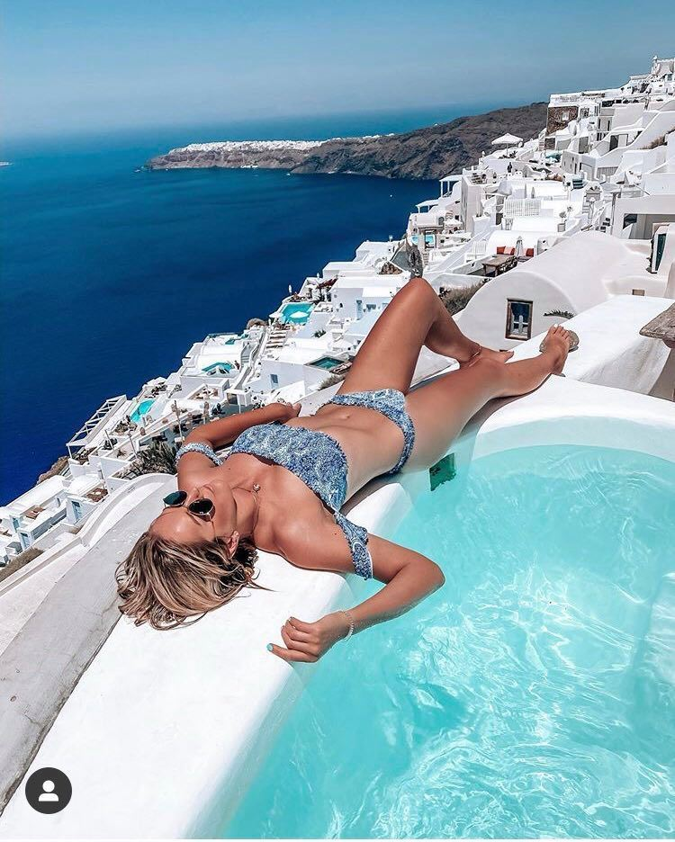 Manželé Hejdovi si užívají na Santorini