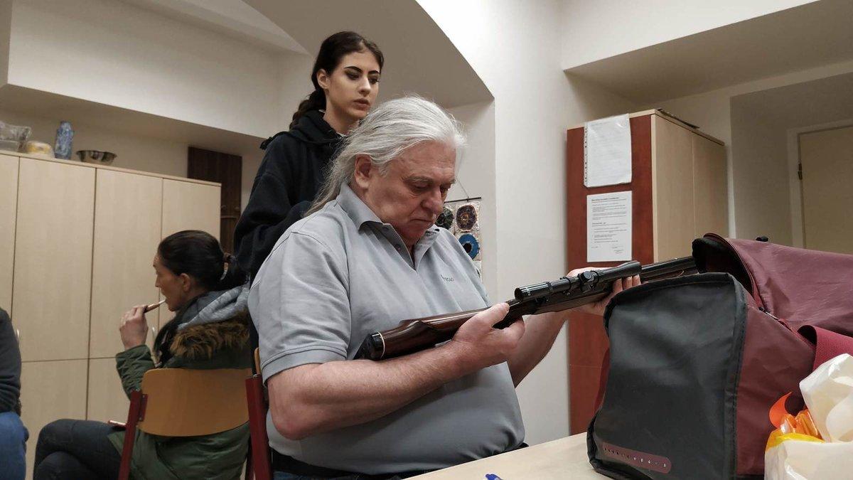Josef Nedorost při natáčení seriálu Čechovi