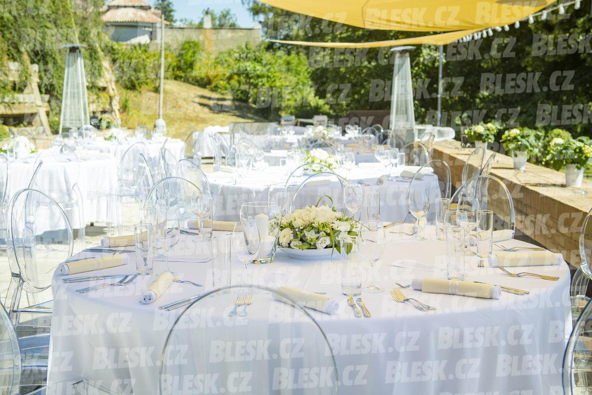 Utajená svatba šéfa ČSSD Jana Hamáčka: Vzal si atraktivní blondýnu (31.7.2020)