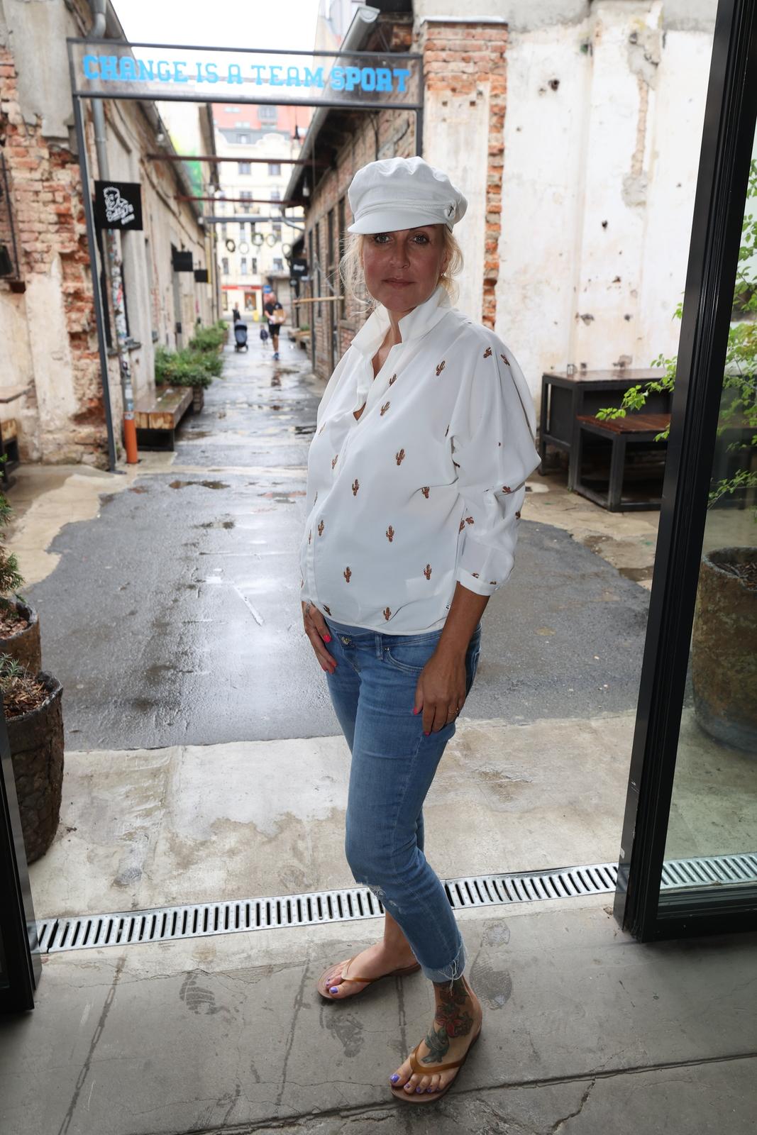 Vendula Pizingerová s těhotenským bříškem.