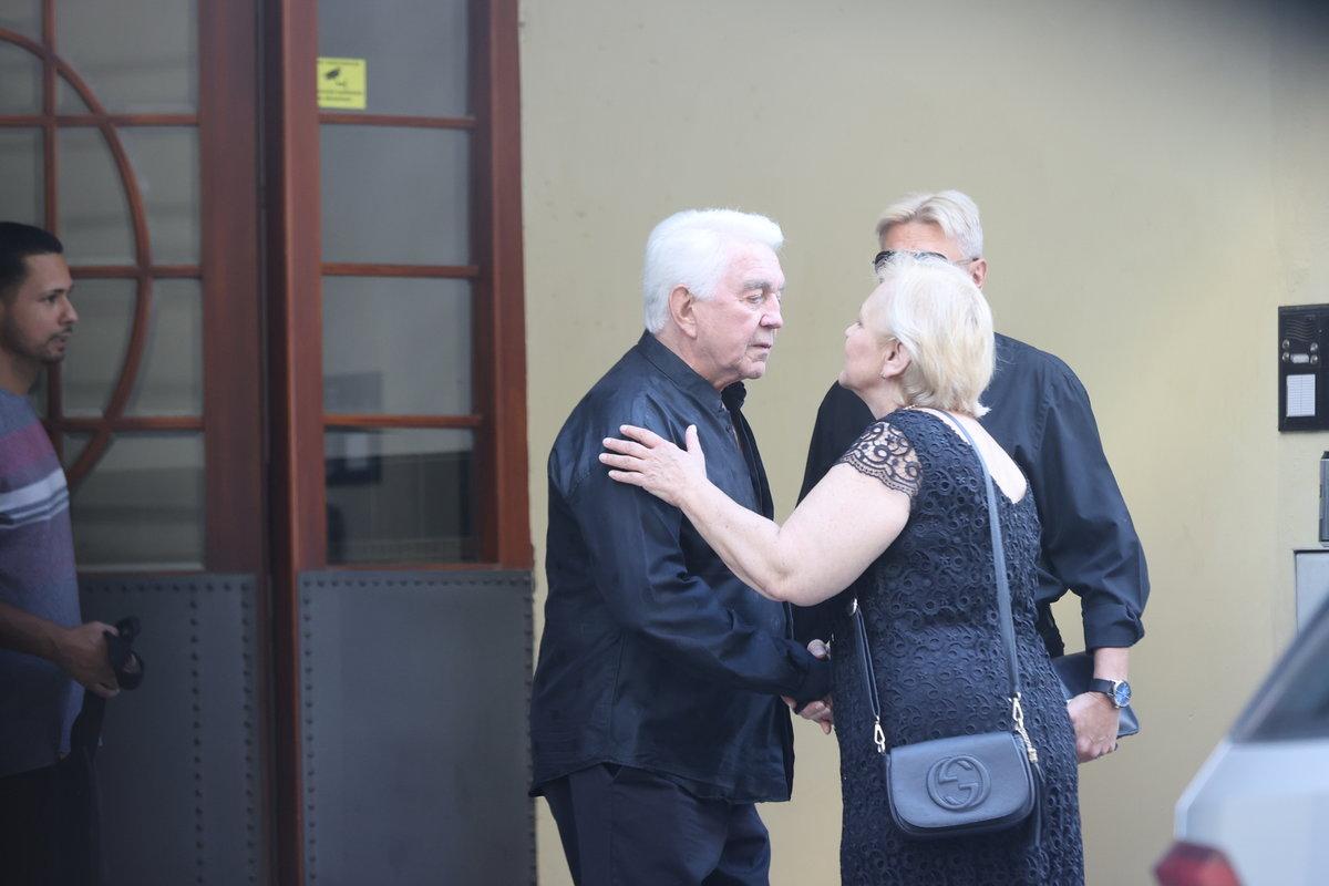Jiří Krampol uspořádal místo pohřbu své ženy rozloučení s nejbližšími přáteli.