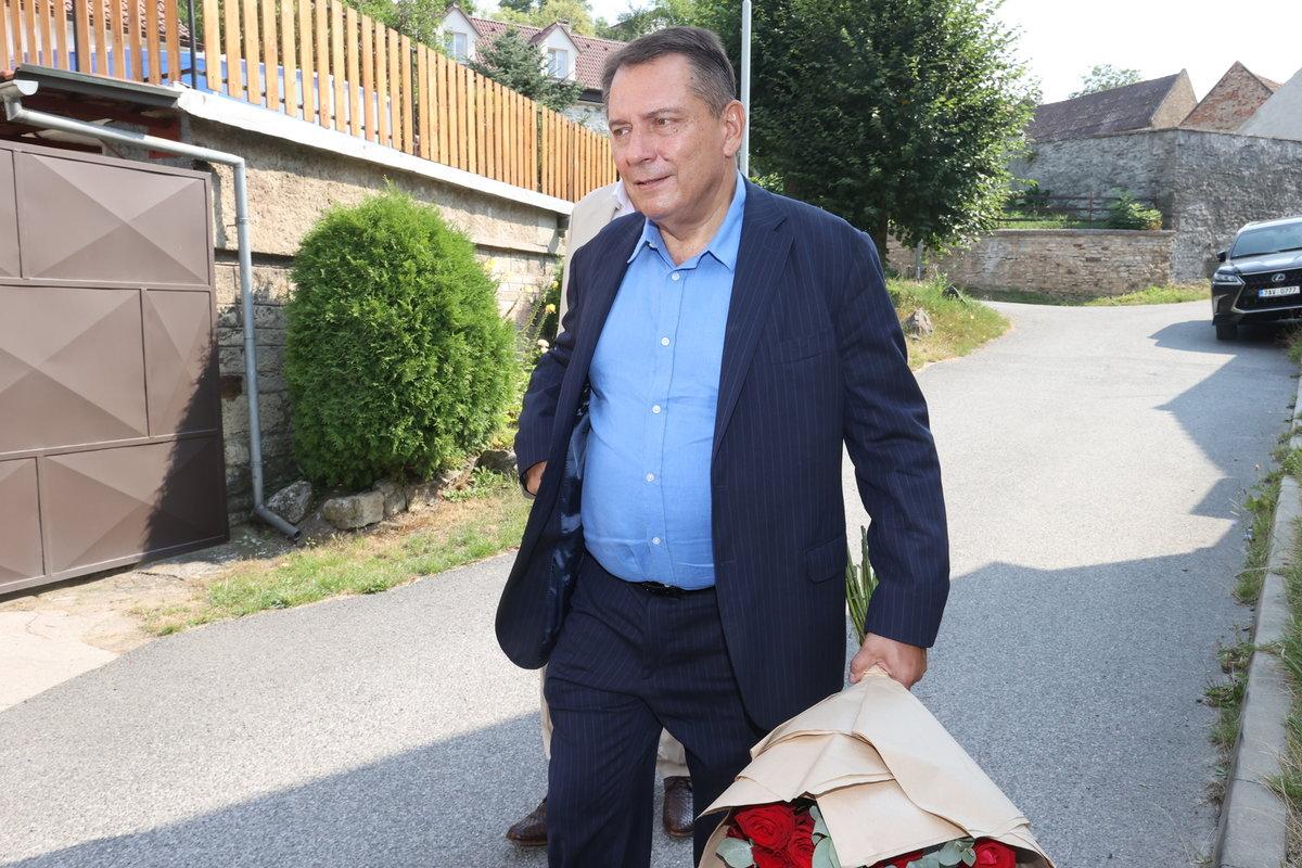 Jiří Paroubek dorazil na rozloučení s Hanou Krampolovou (†59)