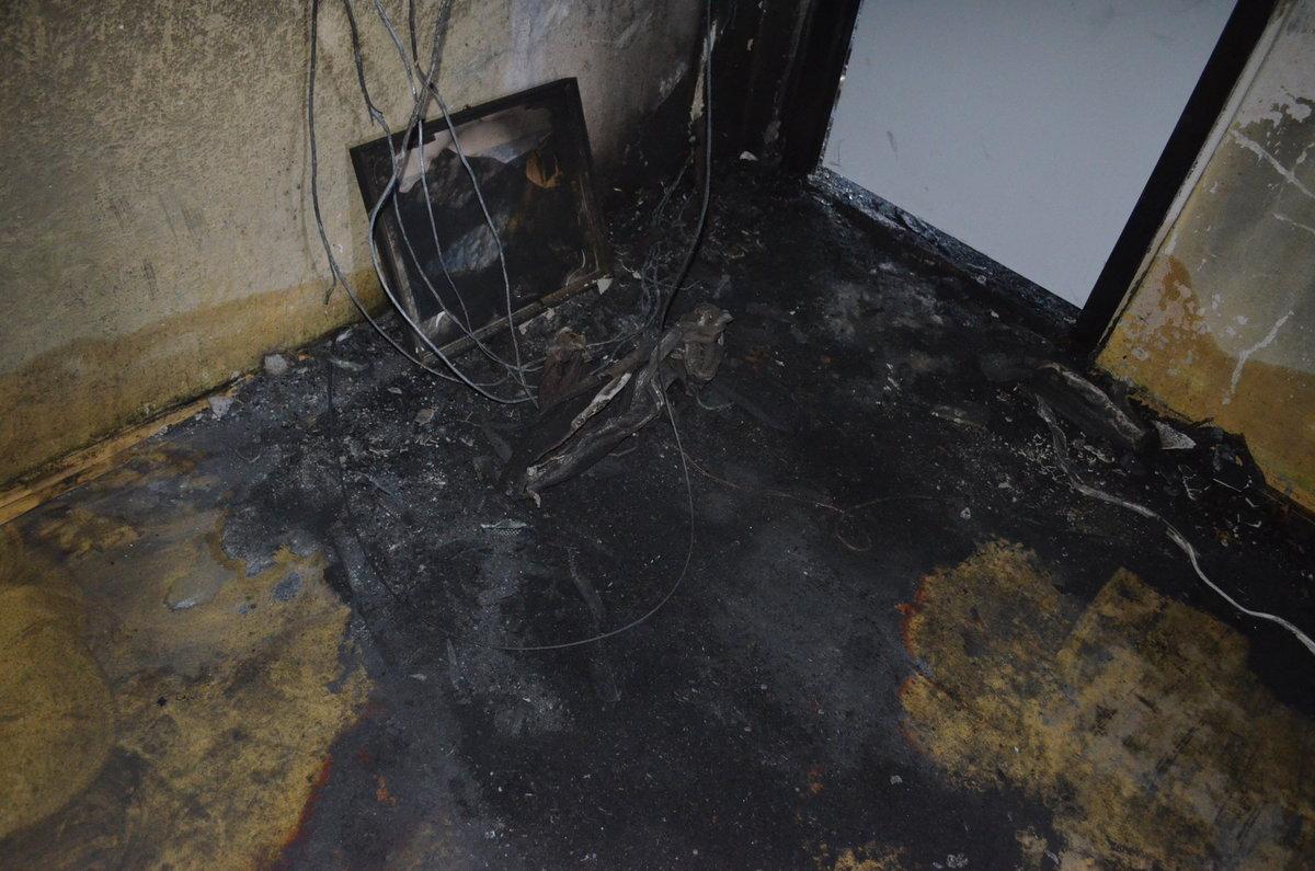 Interiéry bohumínského paneláku a vyhořelého bytu. Po žhářském útoku tu zemřelo 11 lidí. Rekonstrukce domu bude trvat měsíce...