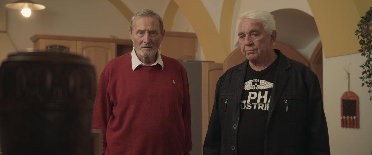 Ladislav Frej hraje ve filmu Stáří není pro sraby s Jiřím Krampolem, který také nedávno přišel o životní partnerku.