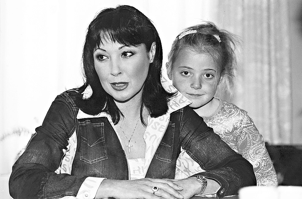 Dagmar Patrasová s dcerou Aničkou v roce 2002
