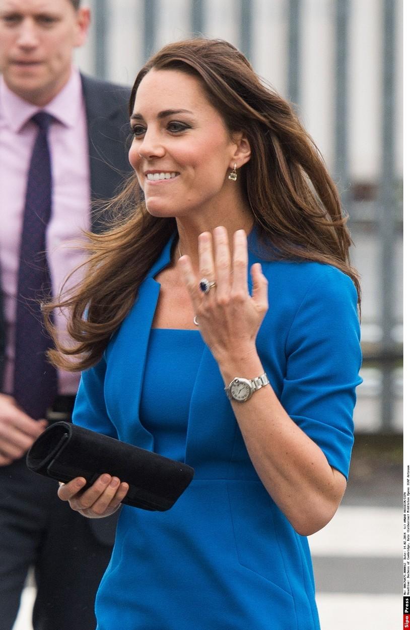 Krásné hodinky Cartier dostala Kate od svého manžela.