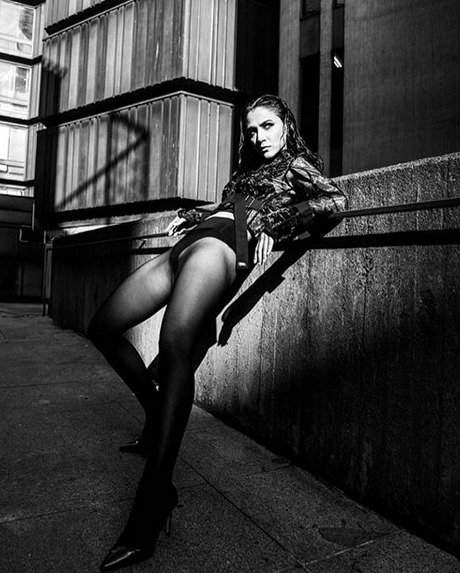 Eva Burešová je proklatě sexy.