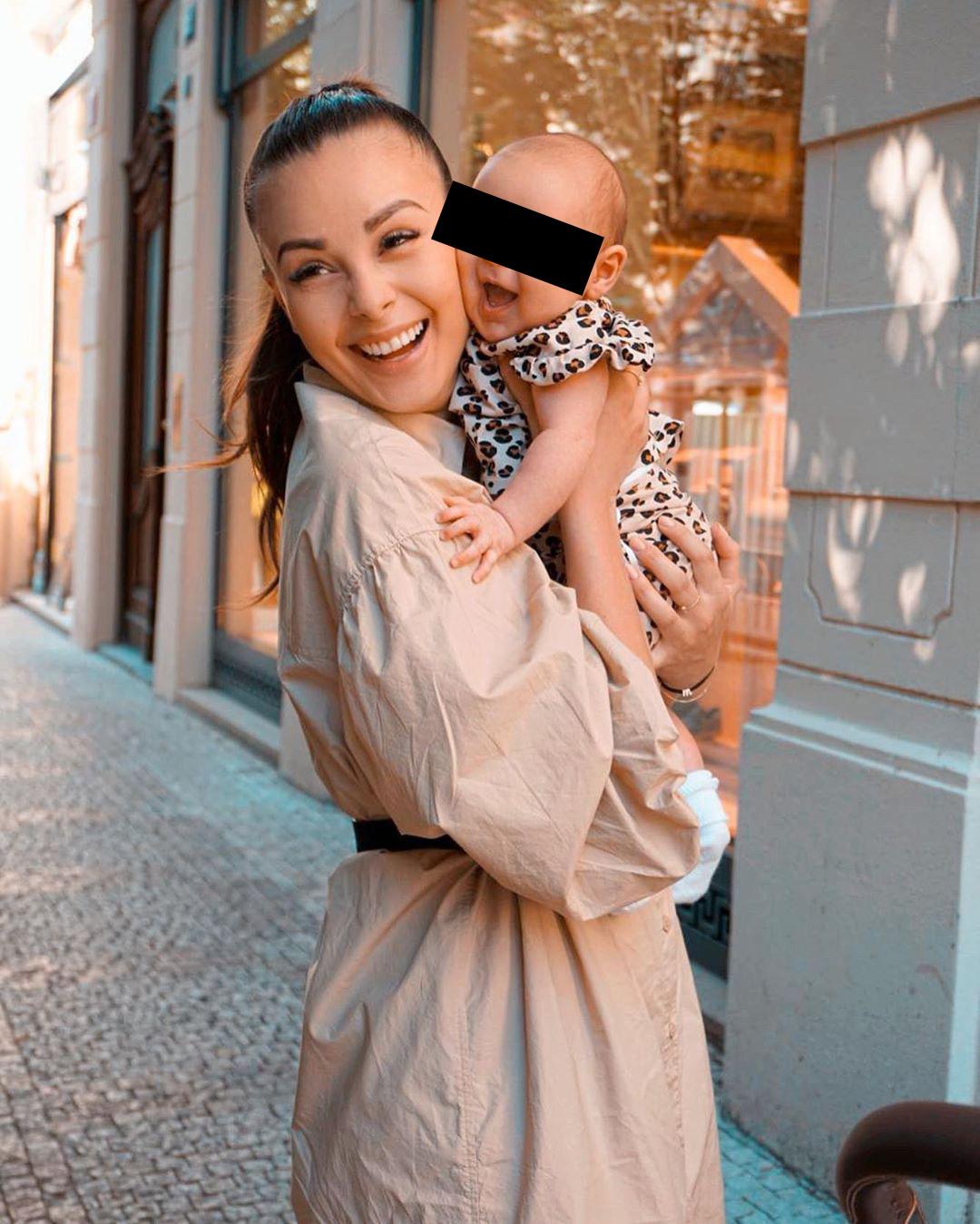 Monika Bagárová má při výchově dcery po ruce milující rodinu.