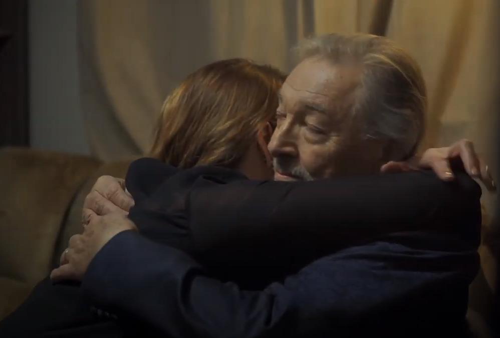 Zpěvák v objetí s manželkou Ivanou ...