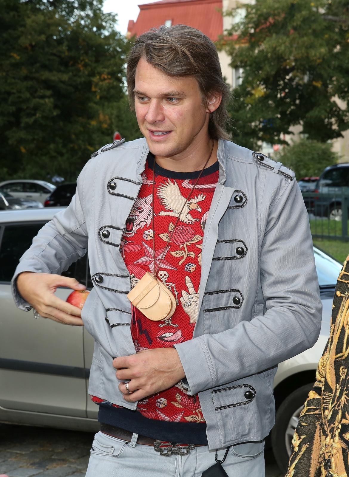Před křtem si Vojta vzal jablko, které měl v kapse.