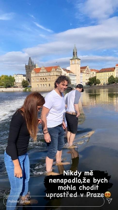 Jaromír Jágr vyrazil s přítelkyní Dominikou slavit narozeniny kamaráda.