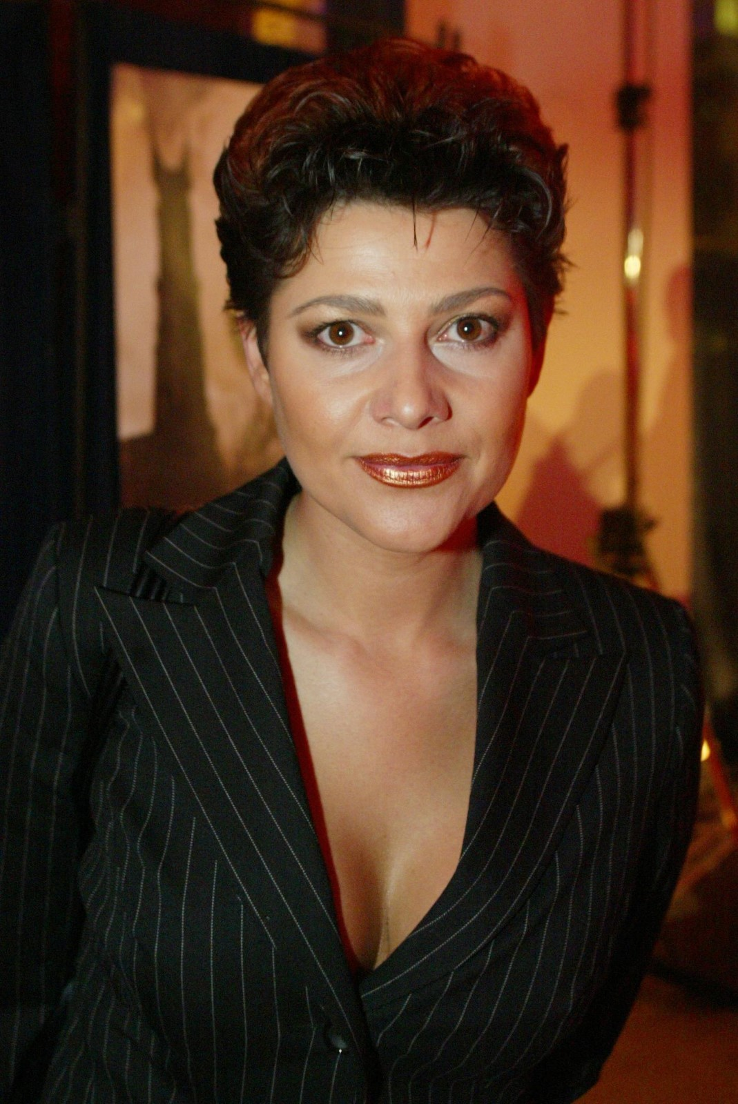 Ilona Csáková s krátkými vlasy