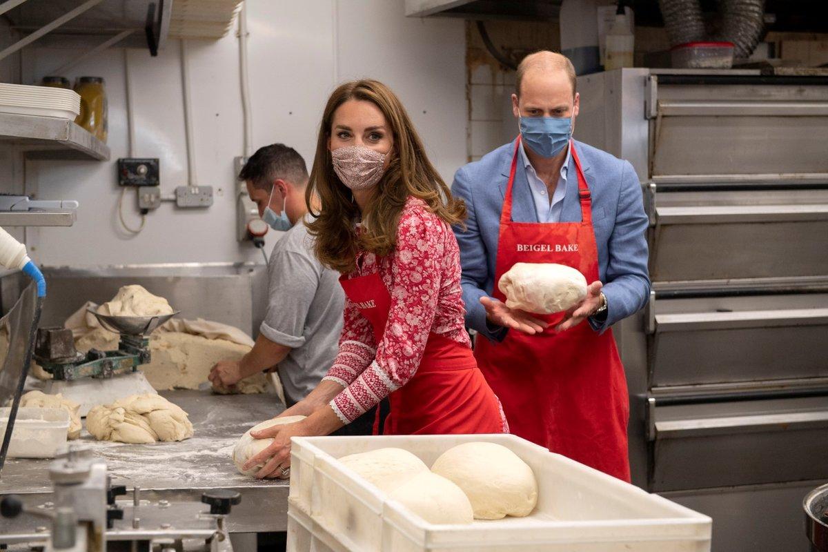Kate Middletonová a princ William navštívili pekárnu na Brick Lane a vyzkoušeli si práci pekaře