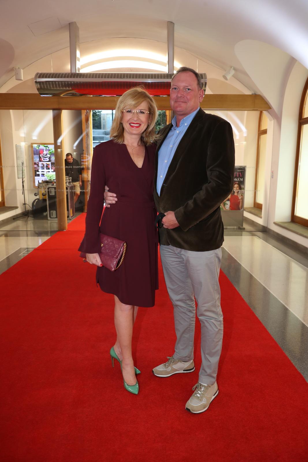 Předpremiéra filmu KAREL na Febiofest přilákala řadu vzácných hostů: Štěpánka Duchková s manželem.