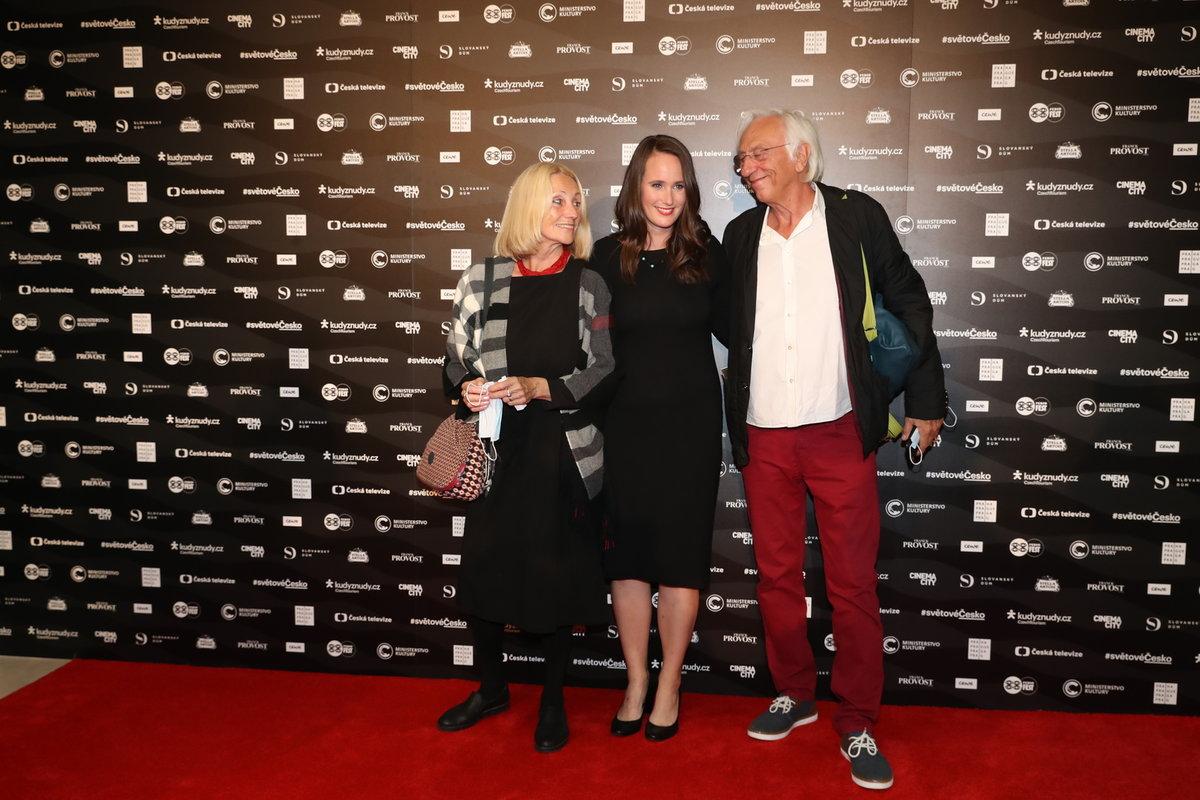 Olga Špátová na předpremiéře svého dokumentu KAREL s manželem Janem Malířem a matkou Olgou Sommerovou.