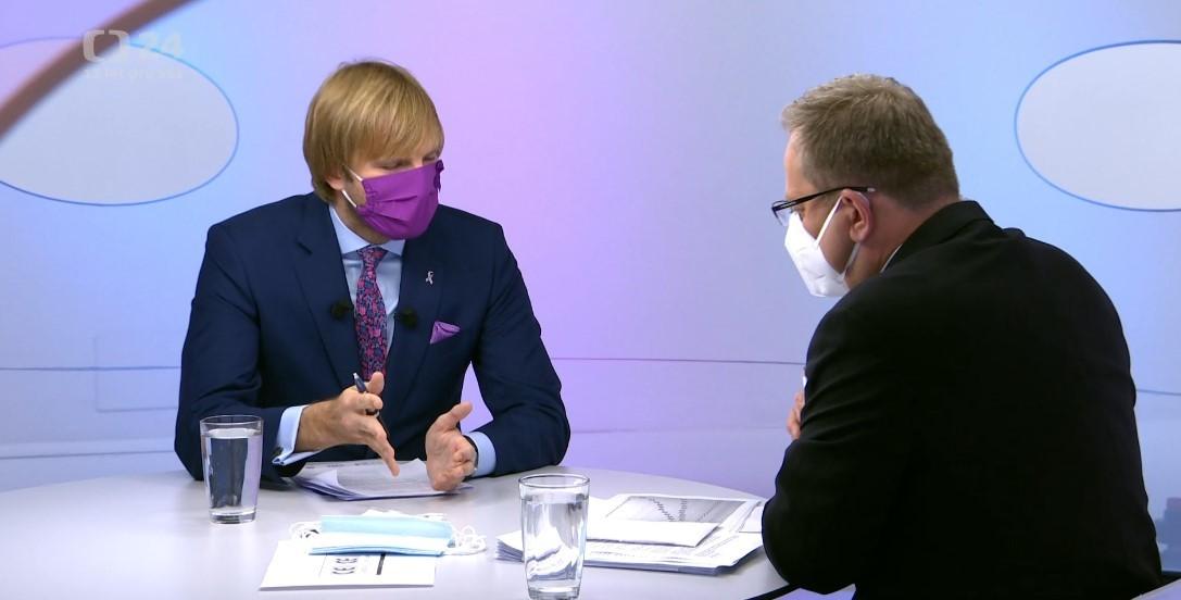 Ministr zdravotnictví Adam Vojtěch (za ANO) na ČT čelil otázce na kvalitu respirátorů, které se posílaly důchodcům. Odpovědět nedokázal a odkázal na ministerstvo vnitra. (20. 9. 2020)