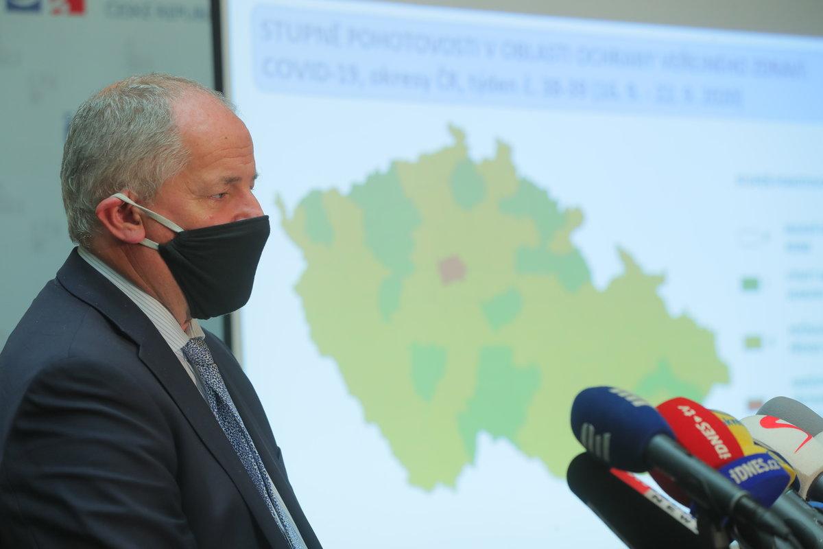 Ministr zdravotnictví Roman Prymula (za ANO) na tiskové konferenci o aktuálním vývoji situace v ČR (25.9.2020)
