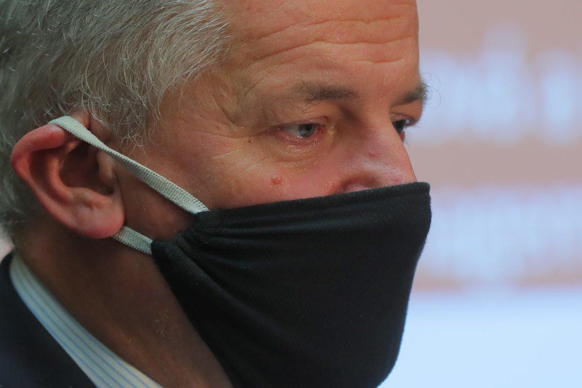 Ministr zdravotnictví Roman Prymula (za ANO) představuje aktuální situaci v ČR. Mapa ke konci září zoranžověla (25.9.2020)
