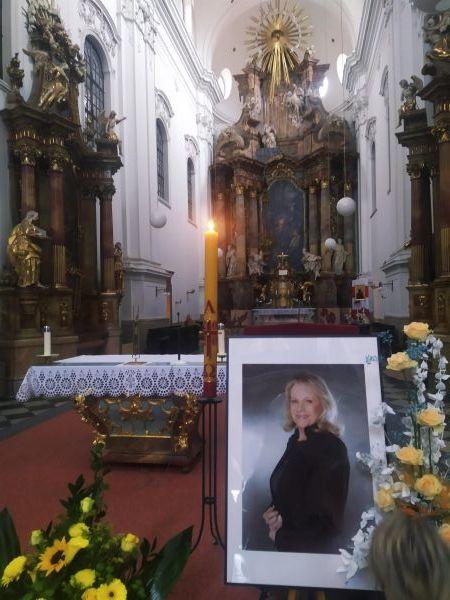 Brno se rozloučilo se svou rodačkou Evou Pilarovou (†80).