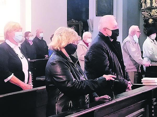 Na zádušní mši nechyběl ani zpěvaččin manžel Jan Kolomazník (68).