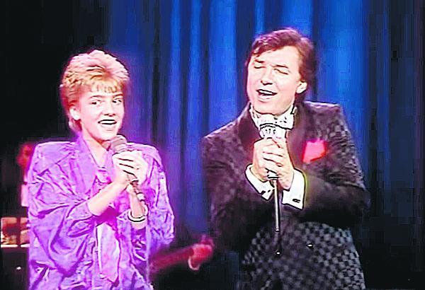 1986: V době, kdy prorazila vedle Karla v Německu s písní Zvonky štěstí (Fang das Licht).