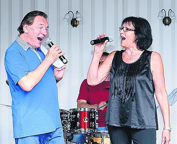 2012: Karel se stal hostem Martina recitálu na Letní scéně Divadla Ungelt. Na zkoušce měl v ruce tahák. Text písně Hej páni konšelé, kterou měl zpívat s Kubiškou, trošku pozapomněl. Marta si z něho hned utahovala.