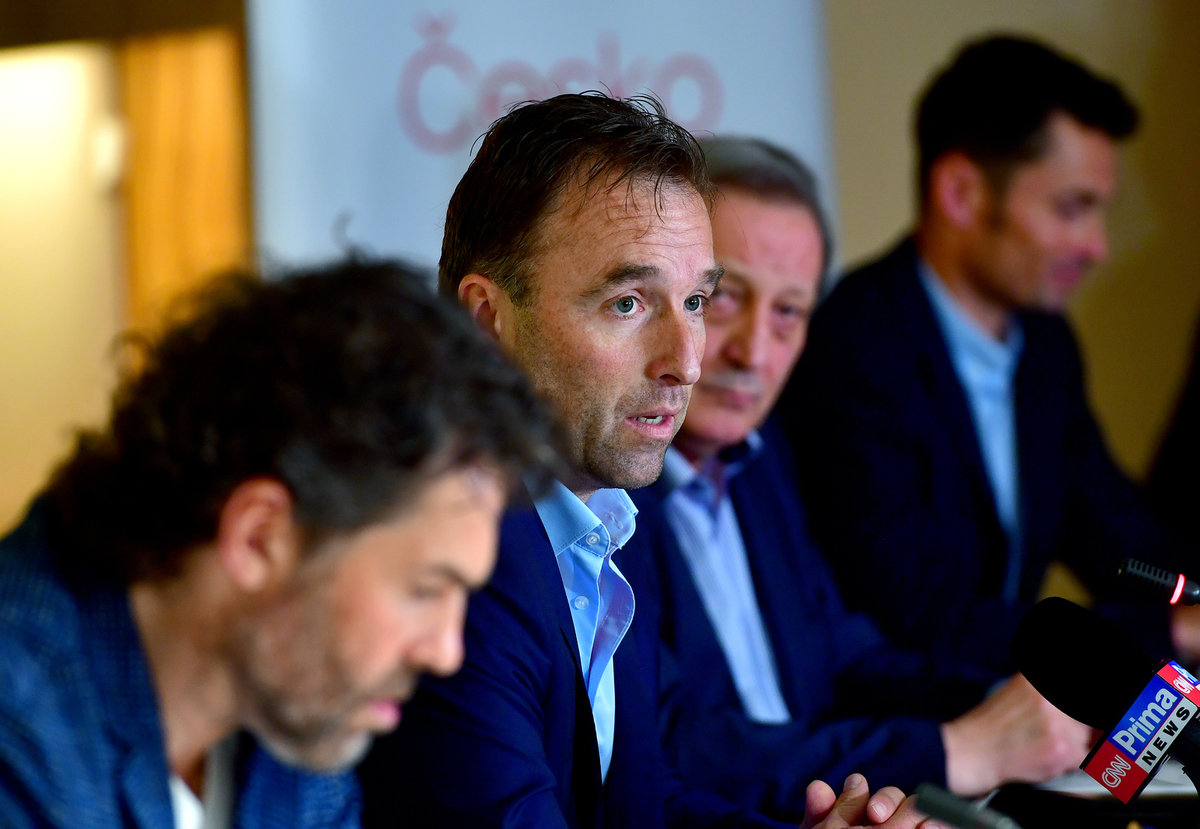 Milan Hnilička a Jaromír Jágr na zasedání Národní sportovní agentury