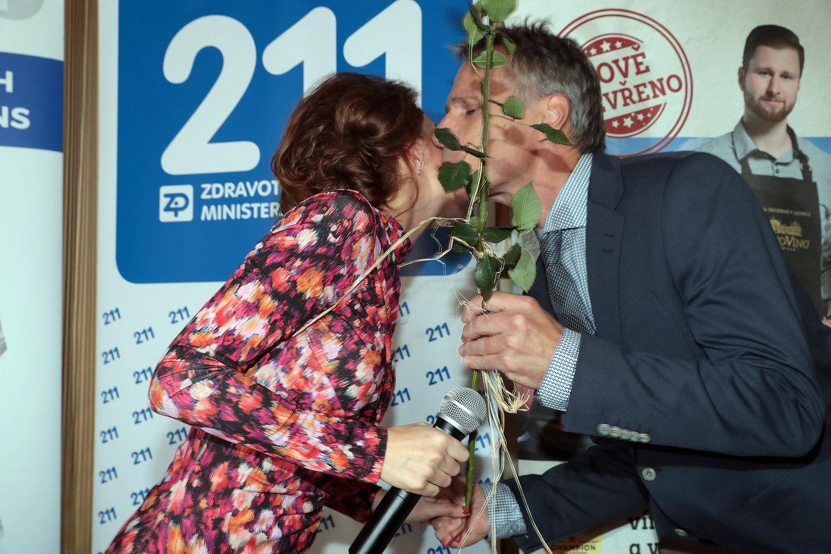 Křest CD Dashy: Dasha s Jankem Ledeckým si vyměňovali přátelská políbení
