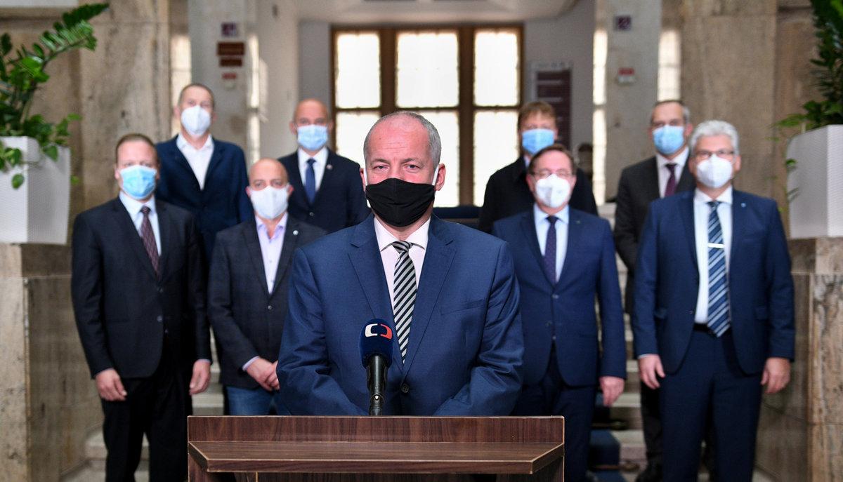 Ministr zdravotnictví Roman Prymula (za ANO) v projevu národu.